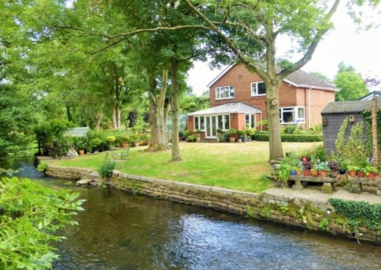 Waterside Living – What You Need To Know Before Buying or Selling